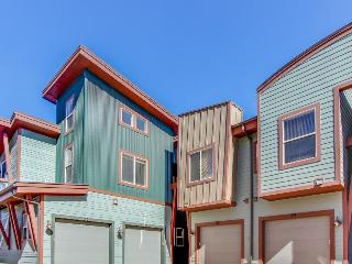 Well-decorated townhouse - enjoy mountain views and a private hot tub!, Park City