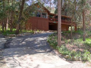 Deer Mountain Lodge, hot tub, no cleaning fee!, Oakhurst