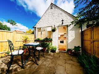THE OLD FORGE, detached, all ground floor, en-suite, off road parking, garden, in Stillington, Ref 30893