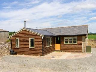 NORTON COTTAGE, ground floor, woodburner, leisure facilities, patio area, in Cra