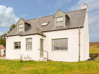 BIRCH COTTAGE, private enclosed garden, pet-friendly, WiFi, woodburner, Dundonnell, Ref 929839