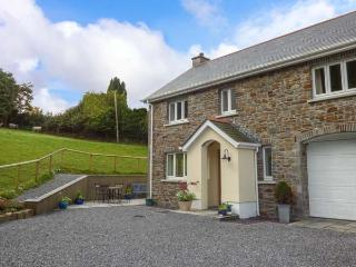 PENALLT-ISAF, country cottage with woodburner, WiFi, patio, Llanarthney, Carmart