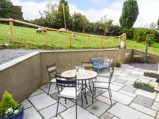 PENALLT-ISAF, country cottage with woodburner, WiFi, patio, Llanarthney, Carmarthen Ref 930052