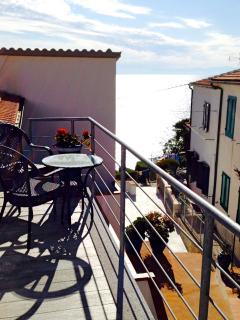 balcone della cucina con vista  mare