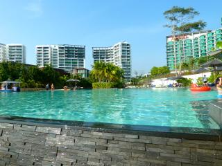 Luxury 2 bedroom 7th floor beachfront apartment., Rayong