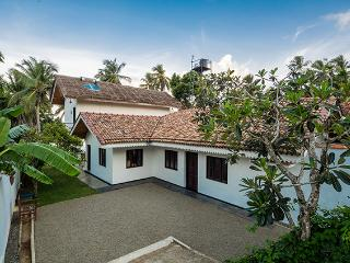 Paradise Cove, a newly renovated beachfront Villa, Tangalle
