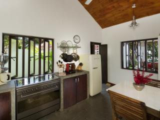 Paradise Cove Villa - Luxury Ocean Front Serenity