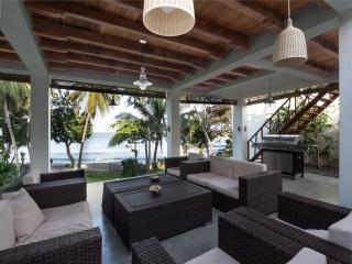 Paradise Cove Villa - Luxury Ocean Front Serenity, Tangalle