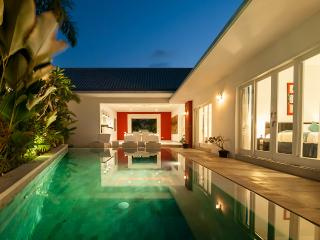 Superb Value, 5 Bdr Villa, Great Location!, Seminyak