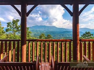 Great Smoky Lodge  Stunning Views Hot Tub Gaming Jacuzzis  Free Nights, Gatlinburg