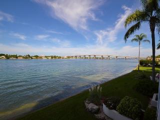Club Bahia 14-261- Updated Magnificent Bay View Condo with Spacious Balcony!, San Petersburgo