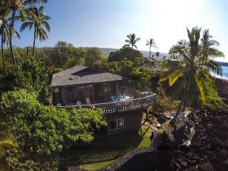 Rustic Oceanfront Cottage, Spectacular Ocean and Sunset Views, Kailua-Kona
