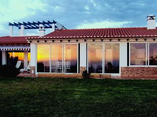 CASA ALECRIM - Spacious Family Home with Sea and Sunset View