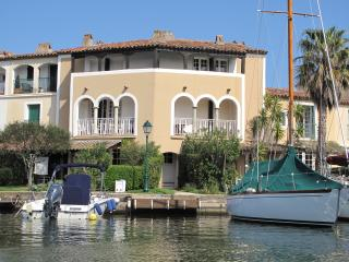 Port Grimaud, France - Waterside Holiday Apartment.