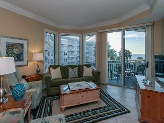 1303 SeaCrest - 3rd Floor - Gorgeous Ocean Views & Walk to Shopping & Dining, Hilton Head