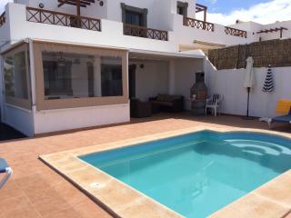 Casa Hibiscus - Stunning Modern Villa with pool, Playa Blanca