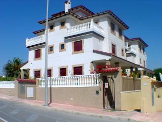 Villa Beach Guardamar, SATELITE TV, WIFI, OWN POOL