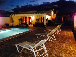 Villa Tropical: villa moderne avec piscine privée, Playa Blanca