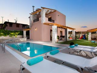Roumeli  villas with private pool , near sea  !!, Panormos