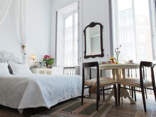 BUENOS AIRES ROOM in OLD CHOCOLATE FACTORY+ B&B, Bathroom & Shared Terrace