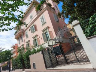 Casa Saturnia, Rome
