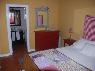 Hostel, Santana