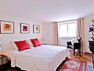 Odeon Getaway 2 bedroom Paris apartment to rent, self catering rental Paris 6th
