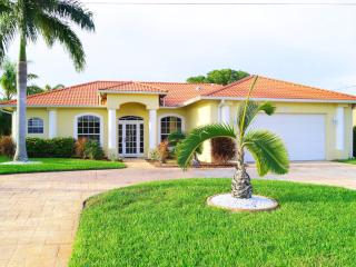 Well maintained home with pool on a wide Freshwater canal in the Southwest, Cape Coral