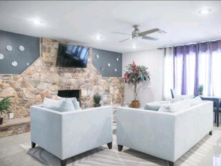 Modern, private guest house 3.5 MI to strip and ai, Las Vegas