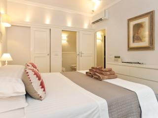 Condottasuite14 - your suite home in Florence - free smartphone for our guests