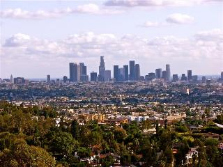 Jaw-Dropping Views in the Prime Hollywood Hills, Los Ángeles