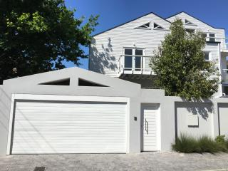 1 Cricklewood Place - Luxury Holiday Home, Cape Town