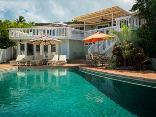 4-bd, 3-ba Private home with pool, sleeps 8