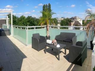 60m2 Sauna Lounge 100m2 Terrace Hot tub Whirlpool, Oberhausen