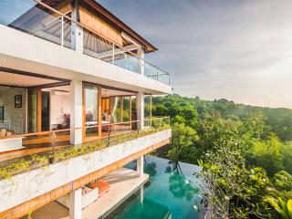 Stylish Hidden Villa with Free Driver, Jimbaran