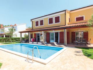 Oliva D1 with Pool, Grill, Wi-Fi, near the sea, Banjole