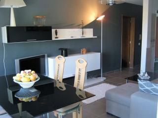 ULO Algarve ,2BedApartment 2 min walk to beach,Airco,Wifi,Sat. TV,2bathrooms