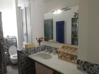 Camera matrimoniale con bagno e cucina., Módena