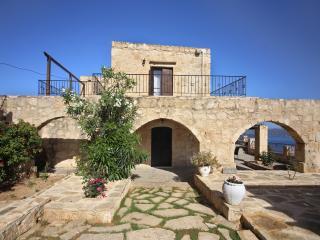 Villa Thea a charming traditional stownbuilt villa, Aptera