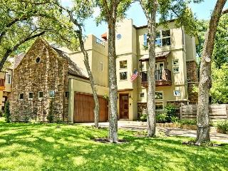 Contemporary Southwestern Style in Austin – Sleeps 11