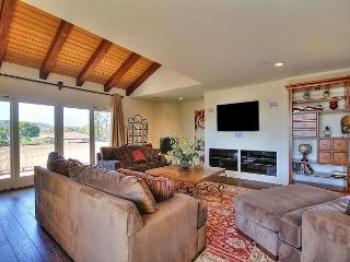 Charming 2BR/2BA Santa Barbara Penthouse Suite with Mountain Views