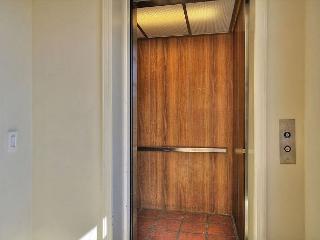 Charming 2BR/2BA Santa Barbara Penthouse Suite with Mountain Views