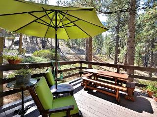 3BR Home deep in the pines, two large decks minutes to Heavenly and the Lake, South Lake Tahoe