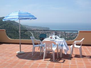 Marasusa: 2 bedrooms, sea view, Parghelia