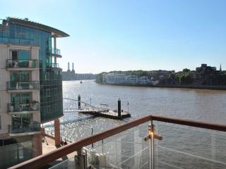 River Thames Luxury Apartment, London