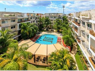VERY BIG * MAMITAS BEACH AREA * GYM *JACUZZI * UP 10 PEOPLE * FREE INTERNET, Playa del Carmen