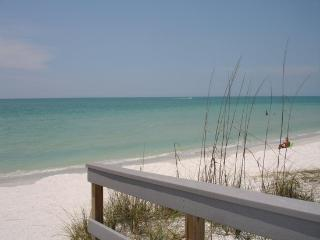 Alice's Beach Bungalows 2 bdrm 500' to Beach!