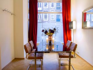 New! Very fine stay near Museums & Vondelpark (max 4 adults or family of 6!)