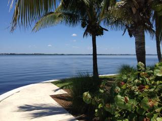 Luxury condo with unobstructed views of the River, Fort Myers