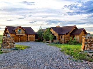 Private Luxury 4 Bd Home, 360 Mountain Views, Wood, Belt
